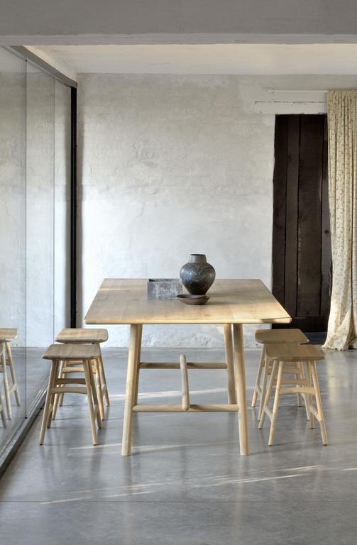 50004 Oak Profile dining table