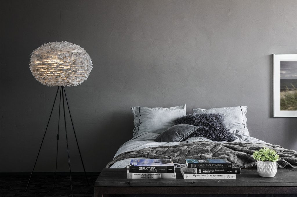 2090_Eos_large_light_grey_bedroom_with_footend_table